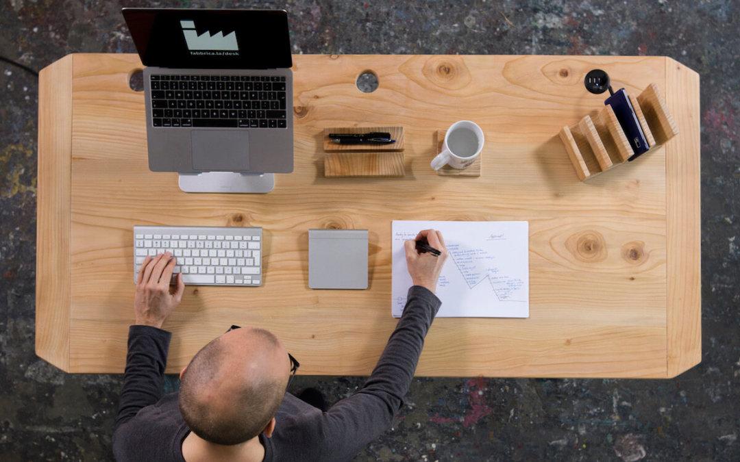 Integral Desk: the Standing Desk Made by a Geek and an Artist
